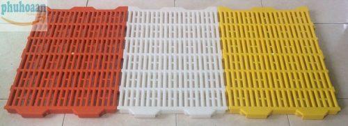 Tấm nhựa lót sàn chuồng heo (chuồng chó) 40x55 giá rẻ