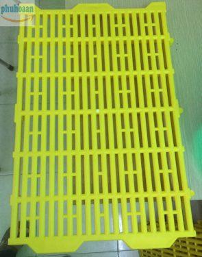 Tìm mua Tấm nhựa lót sàn chuồng heo (chuồng chó) 40x60 tại Phú Hòa An