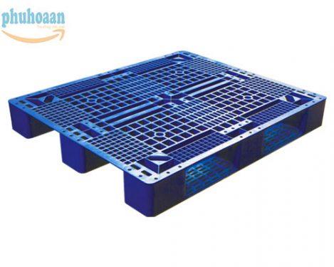Pallet nhựa SGP1210 rất cứng cáp mang thương hiệu Phú Hòa An